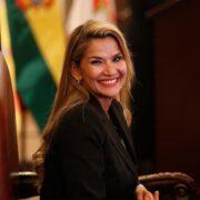 """La ahora excandidata presidencial aseguró que """"no es un sacrificio, es un honor"""" pues está luchando por la unión para impedir que regrese Evo Morales al poder"""