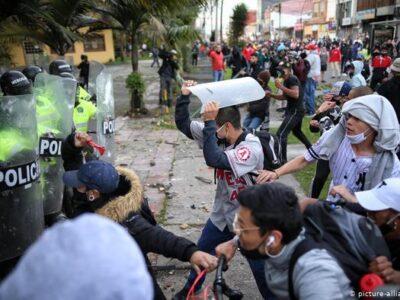 Las manifestaciones contabilizan muertos y heridos, sin embargo, las personas se mantienen en las calles pidiendo justicia por el fallecimiento de Javier Ordóñez