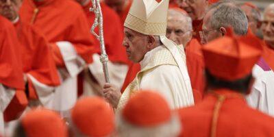 Entre uno de los posibles elegidos está Monseñor Celestino Aós Braco, Arzobispo español