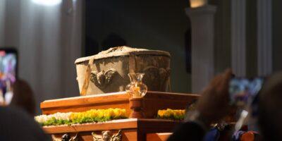 La institución financiera continuará poniendo a disposición de la Iglesia Católica la transmisión de la Solemne Ceremonia de Exhumación de los Restos