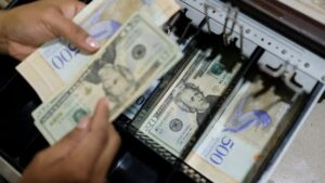 Jesús Casique: Impresión de bolívares sin respaldo disparó el dólar