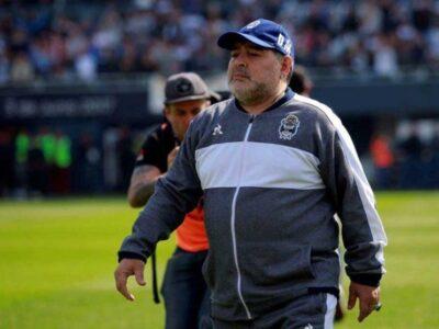 Maradona fue ingresado a una clínica privada en Buenos Aires