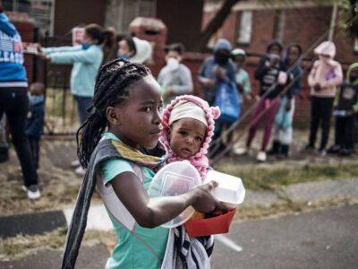 Niños en África sufren pérdidas tras el incremento de casos por Covid-19