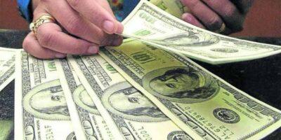 Economista asegura que la hiperinflación generó el aumento de la tasa de cambio