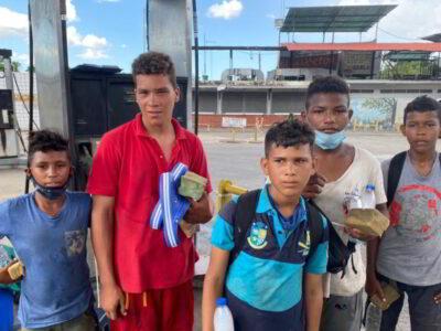 Enrique Romero: Significativa donación de sueños a niños y jóvenes en El Guapo