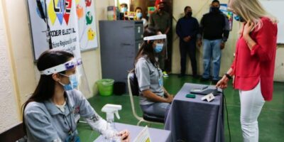Nicolás Maduro sostuvo encuentro con veedores internacionales para el 6-D