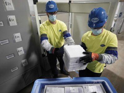 Pfizer inició la distribución de la vacuna contra el COVID-19 en EE.UU.