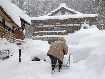DOBLE LLAVE - Tormenta invernal dejó al menos ocho muertos y 240 heridos en Japón