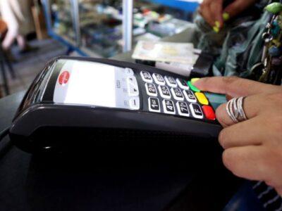 Economista advierte que la digitalización de los pagos no fortalecerá al bolívar