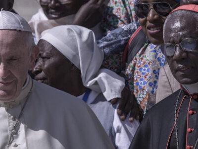 DOBLE LLAVE - Papa Francisco aceptó la renuncia del cardenal Robert Sarah, uno de sus críticos