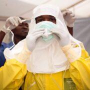 España entregó una ayuda financiera en apoyo a la Cruz Roja Internacional, organización que coloca sus esfuerzos contra el brote de este virus