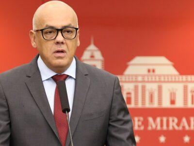 Jorge Rodríguez junto a otros parlamentaristas solicitaron al jefe de Estado venezolano hacer uso del artículo 236 contra Isabel Brilhante Pedrosa
