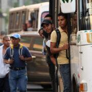 Transportistas ven con incertidumbre la digitalización del pasaje