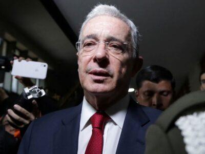 Fiscalía colombiana solicitó cerrar el caso contra el expresidente Uribe