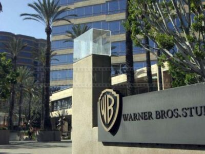 Warner Bros espera volver presencialmente a los cines en el 2022