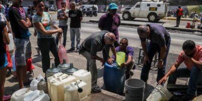 DOBLE LLAVE - Venezolanos valoran negativamente el servicio de agua, según OVSP