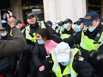 Diez policías resultan heridos durante protestas en Londres