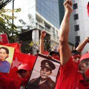 Milicia birmana disuelve con disparos manifestación del personal sanitario