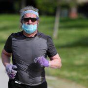 Trotar con mascarilla es contraproducente para el sistema respiratorio