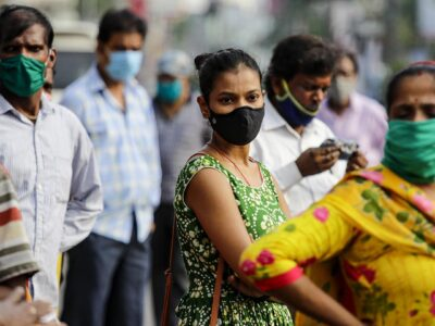 DOBLE LLAVE - Implementan nueva fase de vacunación en la India
