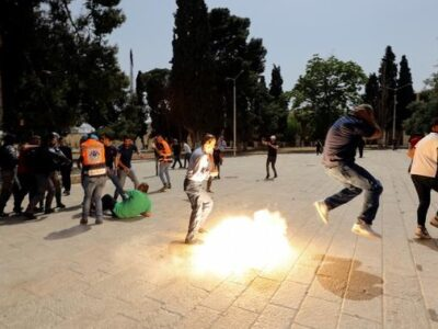 Nuevo enfrentamiento entre palestinos y la Policía israelí en Explanada de las Mezquitas