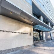 DOBLE LLAVE - El FMI apoyará restructuración de la deuda de países