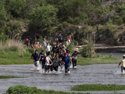Doble Llave - Al menos 6.159 venezolanos atravesaron de México a EE.UU. en abril