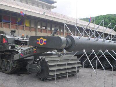 """DOBLE LLAVE - Venezuela utiliza un """"tanque especial"""" para desminar zona fronteriza con Colombia"""