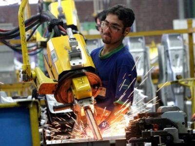 Remuneración promedio en el sector manufacturero se ubica en 78 dólares