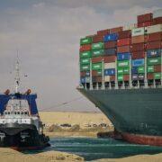 """Egipto mostró """"total flexibilidad"""" sobre compensaciones por el bloqueo del Canal de Suez"""