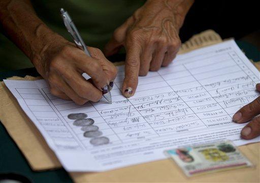 Exministros de Chávez solicitaron al CNE una fecha para el revocatorio