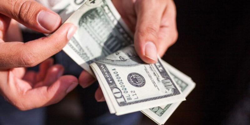 Luis Vicente León: Dolarización transaccional de Venezuela alcanza el 70%