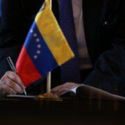 Acuerdo político permitiría una senda de crecimiento, según economista