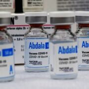 Doble Llave - Médicos advierten que vacuna cubana no ha sido aprobada por la OMS