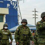 18 presos muertos y policías heridos en dos cárceles de Ecuador