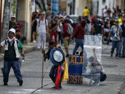 Al menos 50 heridos en protestas del martes en Colombia