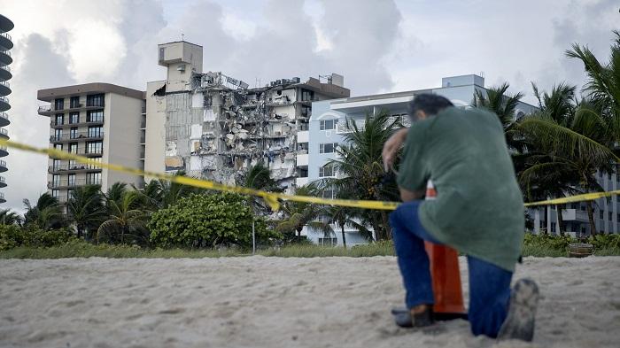 Evacúan por grietas otro edificio en playa de Florida