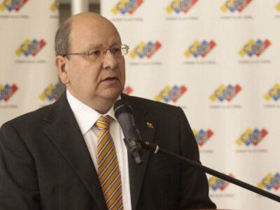 Vicente Díaz: La oposición debe ir a elecciones y negociar