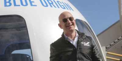 Jeff Bezos viajará al espacio este martes