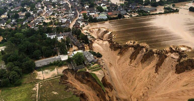 Se elevó la cifra de decesos por inundaciones en Alemania y Bélgica