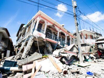 DOBLE LLAVE - Al menos 304 son los fallecidos y 1.800 los heridos tras el terremoto en Haití
