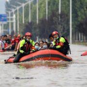 Ascienden a 302 los fallecidos por inundaciones en China
