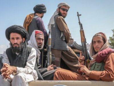 EE.UU. reconoció que los talibanes tomaron gran parte de su armamento en Afganistán