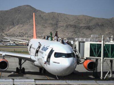 La anarquía se apoderó del aeropuerto de Kabul, con intentos desesperados para salir