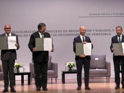 Guaidó corroboró su compromiso con una solución negociada en México