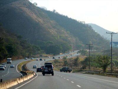 Doble Llave - Tres personas fallecidas y 12 heridas dejó accidente en la Autopista Regional del Centro (imagen referencial)
