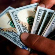 El economista Luis Zambrano sostuvo que el uso de divisas en Venezuela debe ir acompañado de políticas monetarias adecuadas