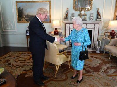 """Doble Llave - La reina Isabel II y Boris Johnson alaban la """"resolución internacional"""" tras el #11S"""