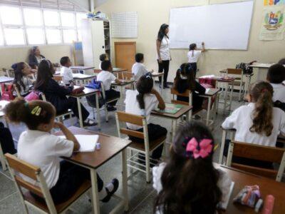 Retorno presencial a las aulas será bajo el esquema 7+7