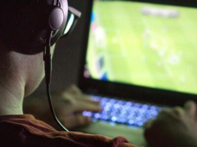 DOBLE LLAVE - China suspendió el lanzamiento de nuevos juegos online para limitar el consumo de videojuegos